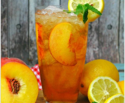 Spiked Peach Arnold Palmer Cocktail